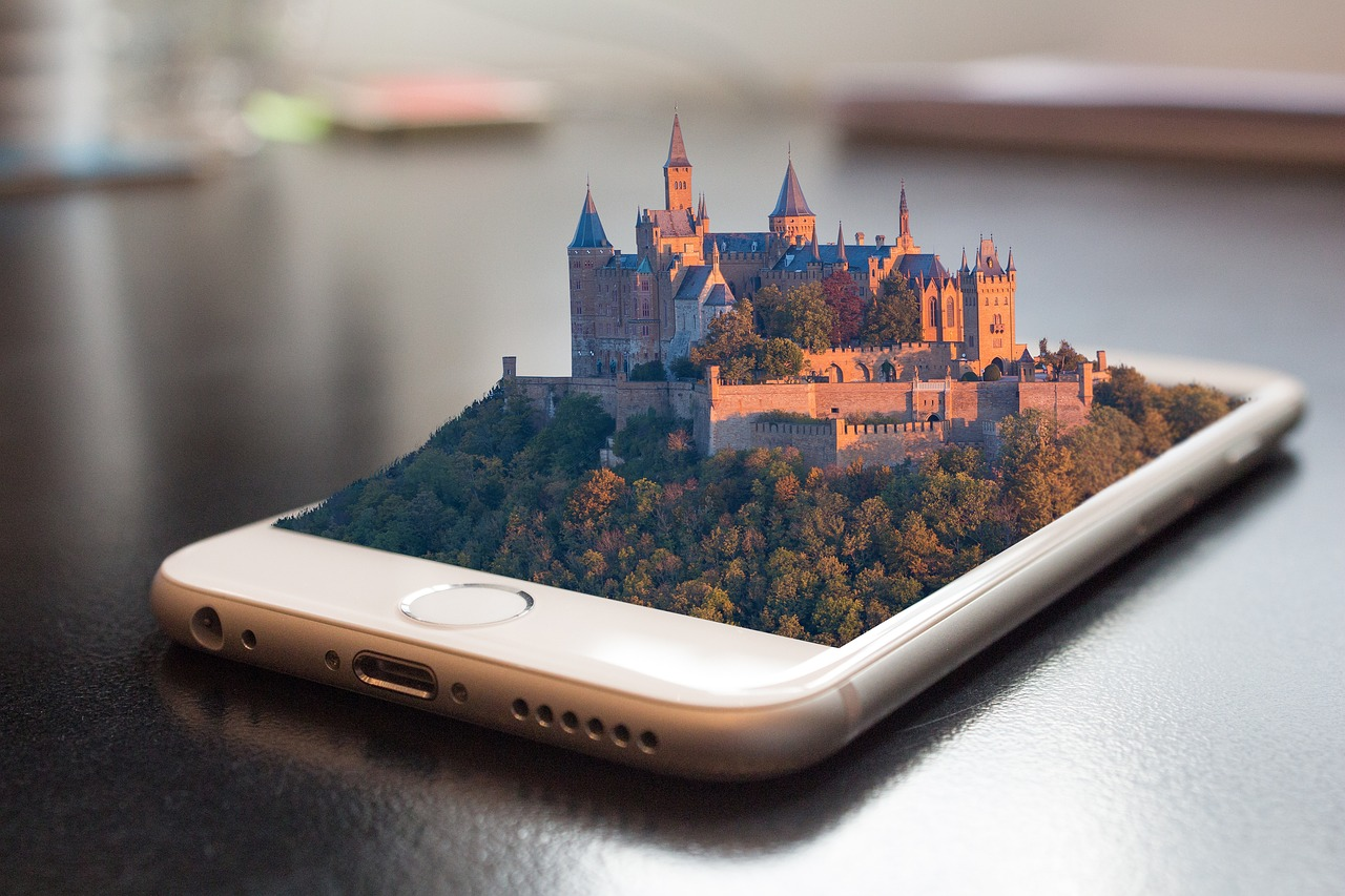 Innovative web/mobile GIS/LBS e-Services with Augmented Reality features for the tourism sector